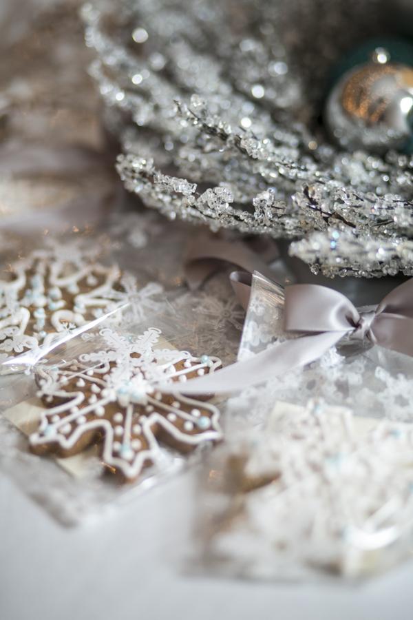 Winter Wonderland Real Wedding 11 - Holiday Spice Cake