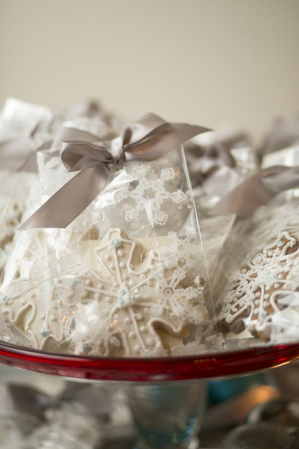 Winter Wonderland Real Wedding 7 - Holiday Spice Cake