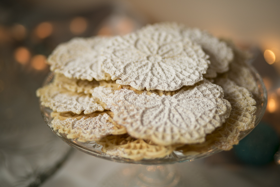 Winter Wonderland Real Wedding 8 - Holiday Spice Cake