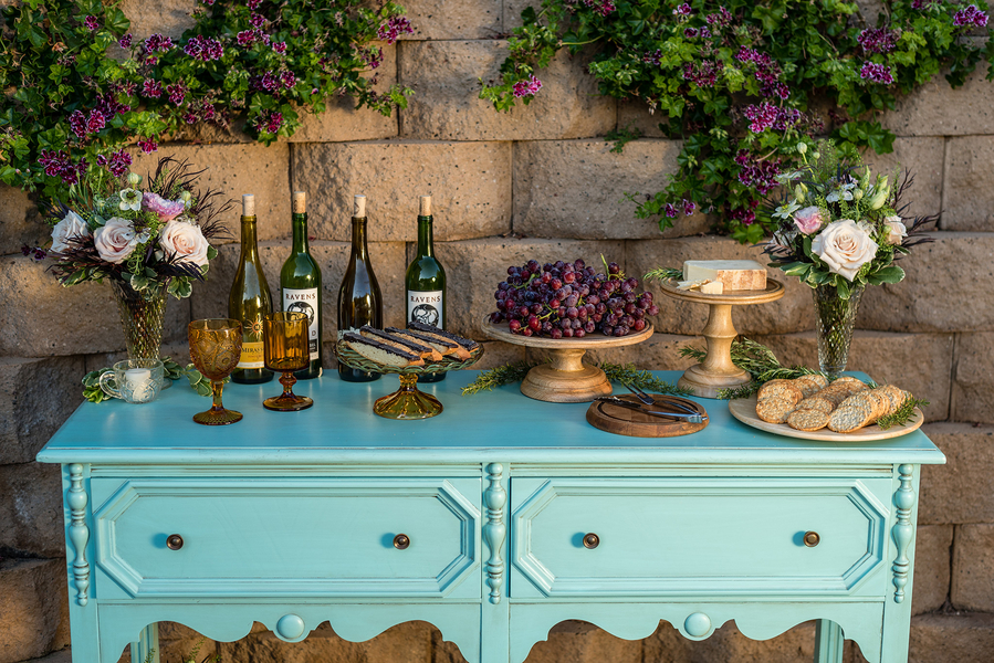 Rustic meets vintage table decor 7