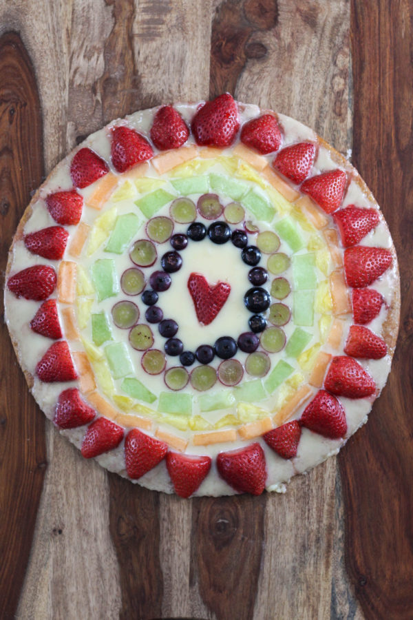 mascarpone-fruit-rainbow-pizza