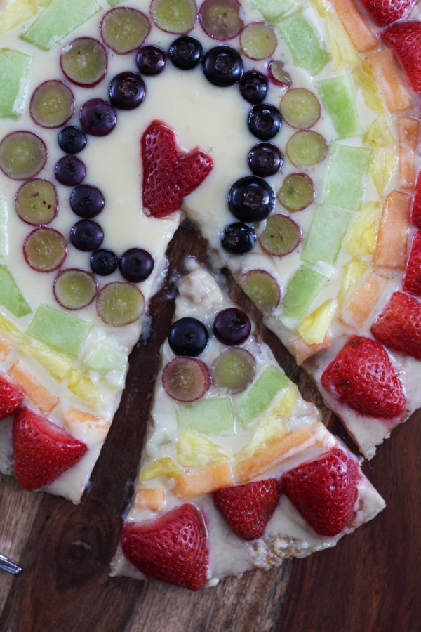 mascarpone-fruit-rainbow-pizza-slice