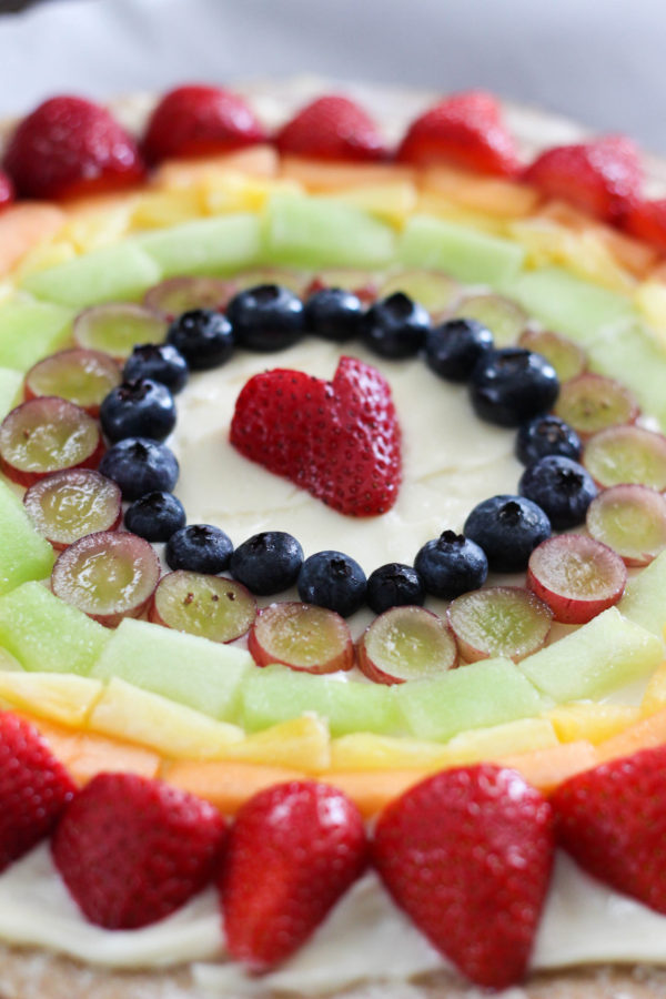 mascarpone-fruit-rainbow-pizza-tutorial