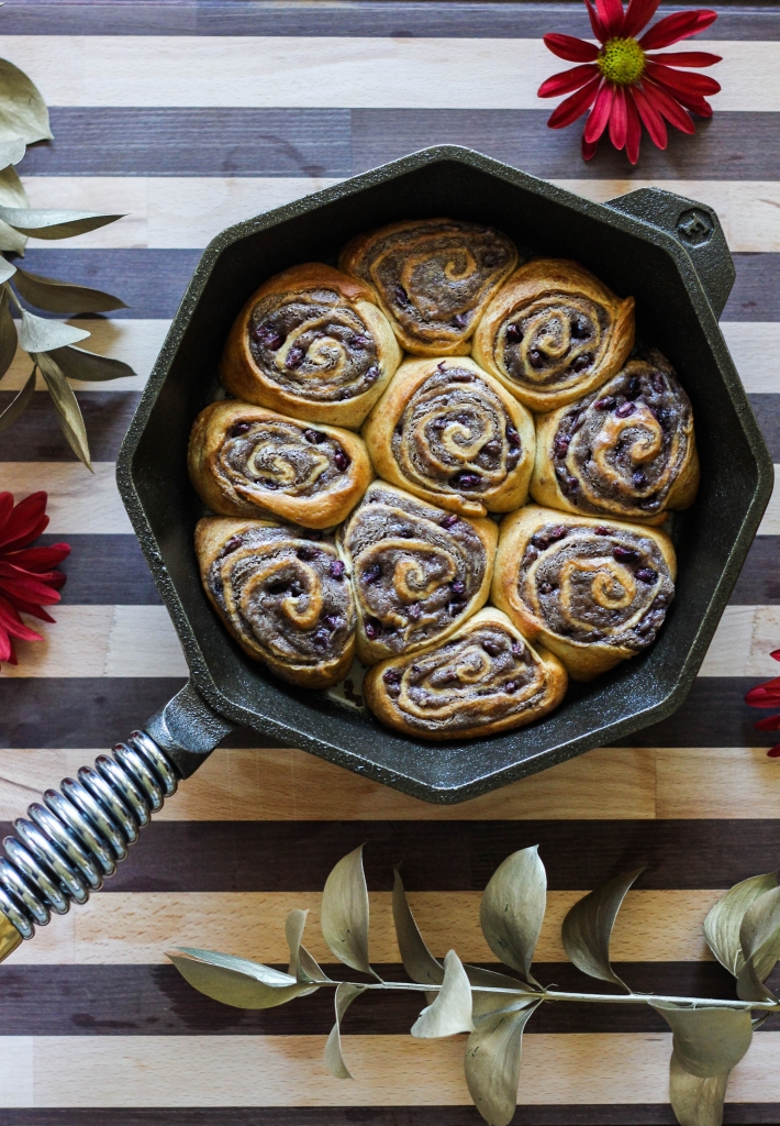 Holiday Homestead Buns with Finex Cast Iron Skillet Southern Kitchen 1 2 710x1024 - Holiday Homestead Buns with Southern Kitchen